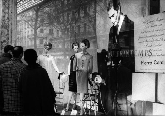 Pierre Cardin: 1959 - He presents his first ready-to-wear collection for women at the Printemps department store in Paris.