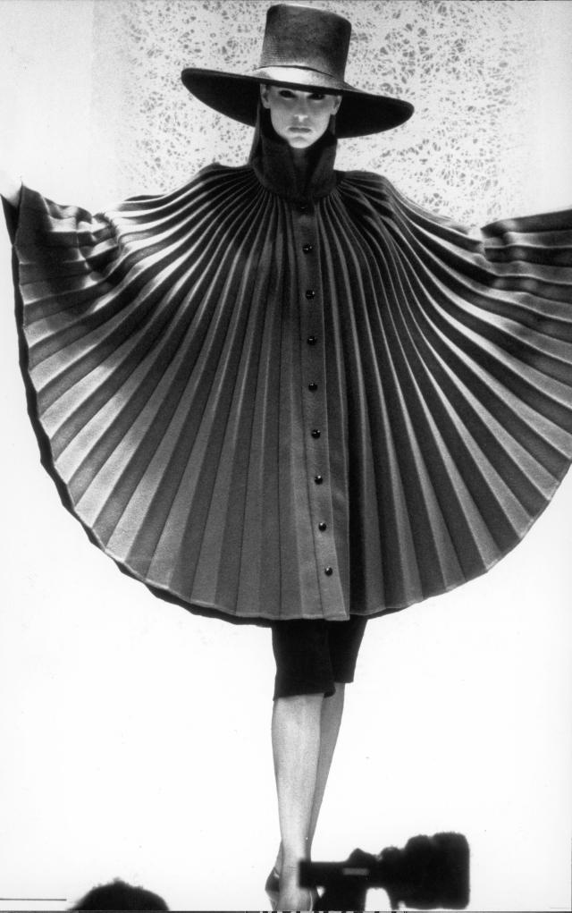 Pierre Cardin: 1990 - In 1990, 2nd retrospective for his fortieth anniversary as a designer, presented at:- London (Victoria & Albert Museum)- Montreal (Museum of...