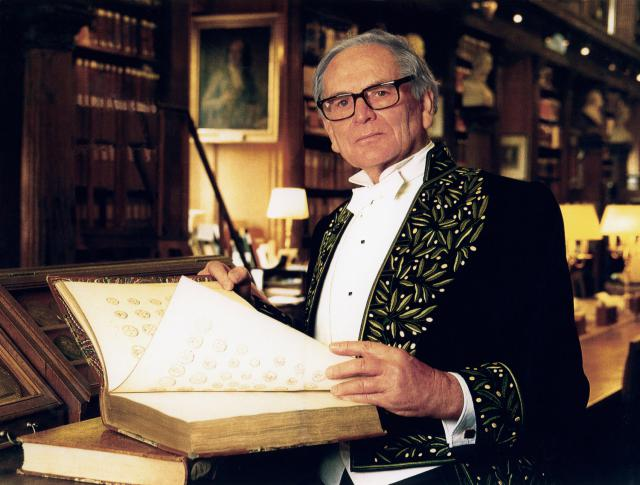 Pierre Cardin: 1992 - He accepts a seat in the Academy of Fine Arts at the French Institute.