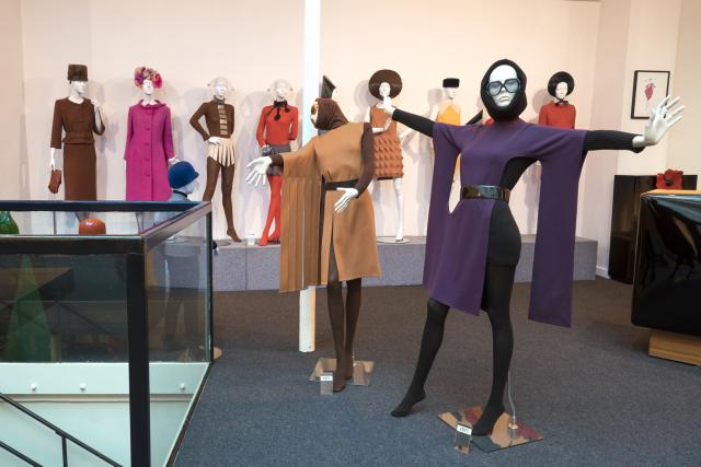 Pierre Cardin: 2014 - He decides to transfer his Museum to 5, rue Saint-Merri, in Paris and inaugurates on November 13th, in the presence of many personalities.