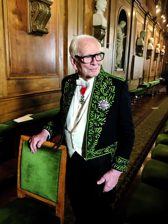 PIERRE CARDIN. Member of the Academy of Fine Arts since 1992, Pierre Cardin appears in 2016 in costume at the Institut de France - 2017