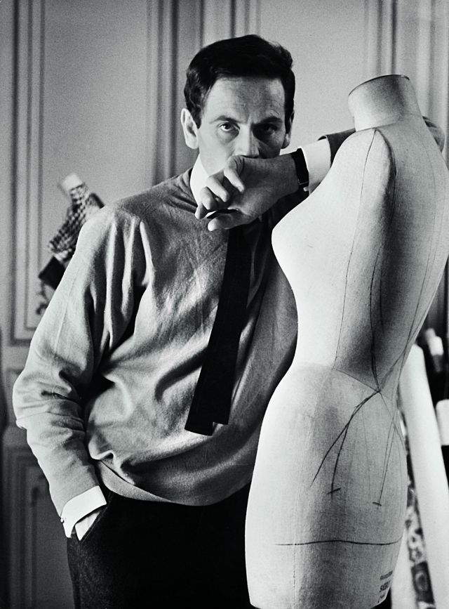 PIERRE CARDIN. Pierre Cardin in his studio at 118, rue du Faubourg-Saint-Honoré, in 1960 - 2017