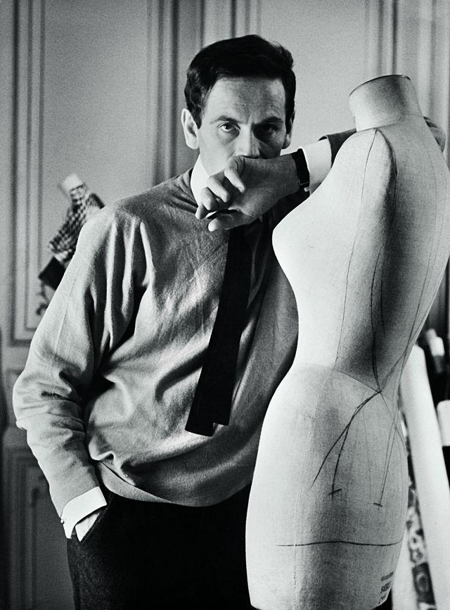 PIERRE CARDIN. Pierre Cardin in his studio at 118, rue du Faubourg-Saint-Honoré, in 1960 - 2017