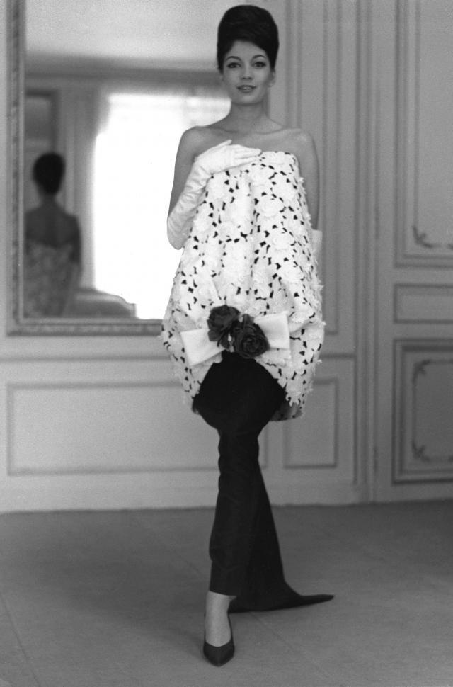 1959. Création Haute Couture Pierre Cardin Robe de soirée -