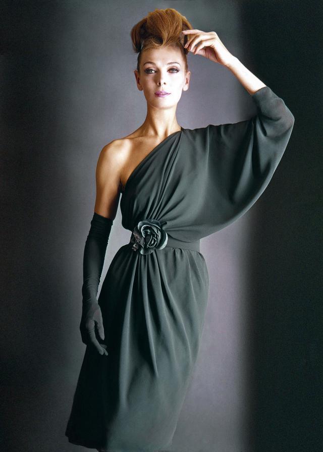 1962. Création Haute Couture Pierre Cardin Robe de soirée -