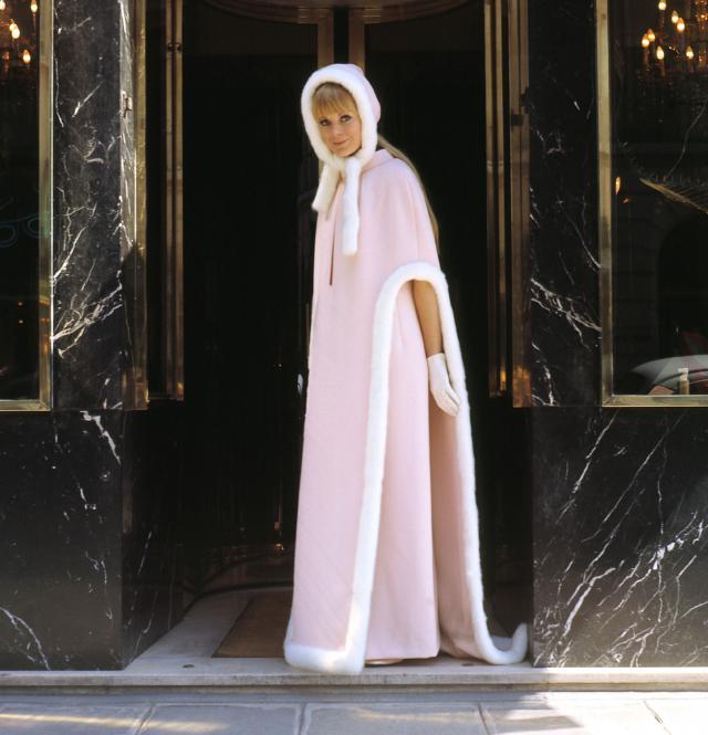 1967. Création Haute Couture Pierre Cardin Manteau -