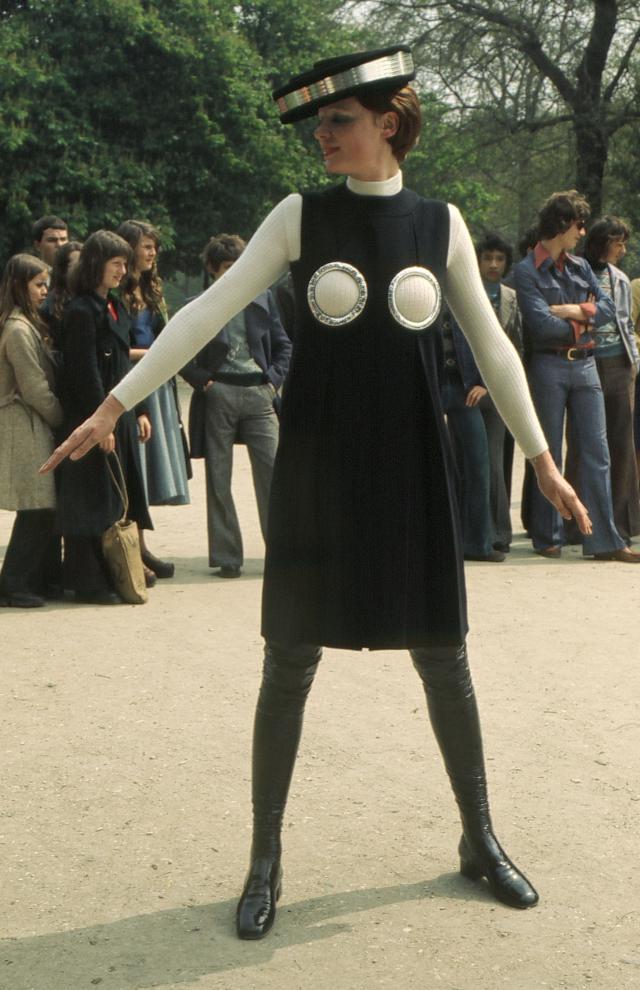1968. Création Haute Couture Pierre Cardin  Robe -