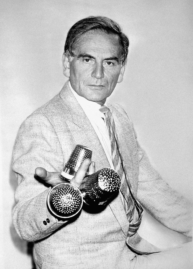 Pierre Cardin with his 3 Dés d'Or. In 1977, Pierre Cardin receives the Gold Thimble of French Haute-Couture which rewards the most creative collection... - 1982