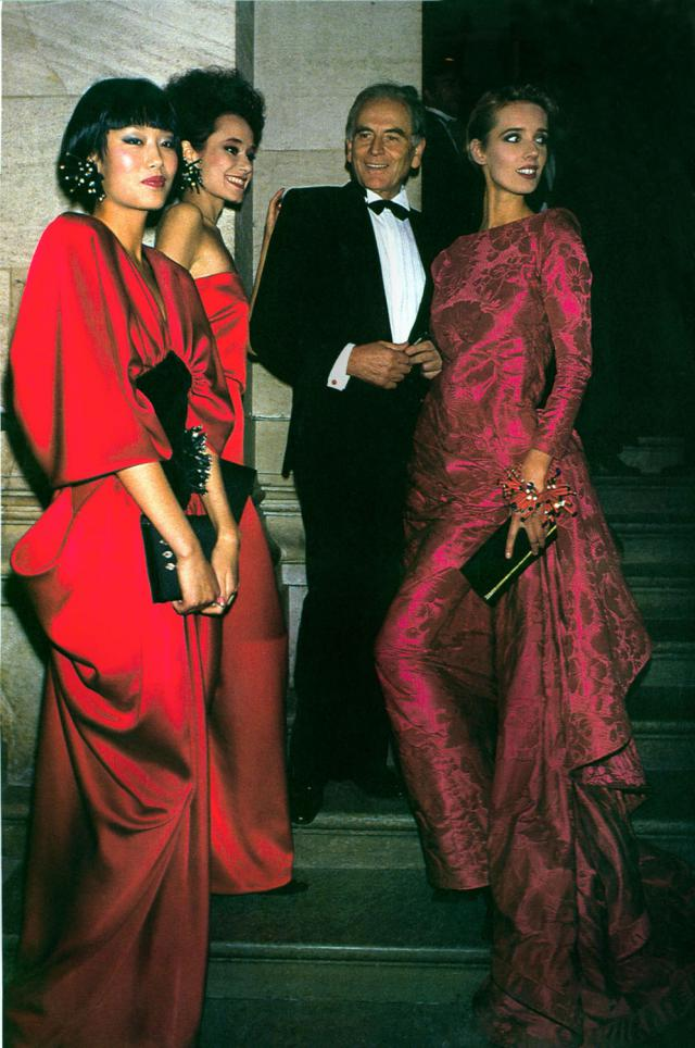 1985. Pierre Cardin Haute Couture Creation Pierre Cardin with his models - 1985