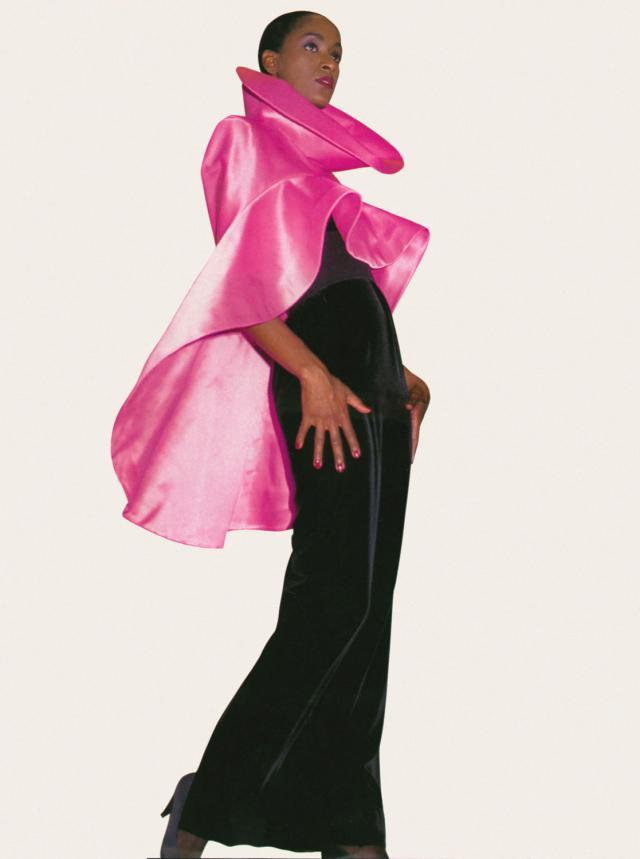 1987. Création Haute Couture Pierre Cardin Robe cape -
