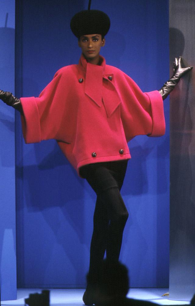 1991. Création Haute Couture Pierre Cardin Manteau -