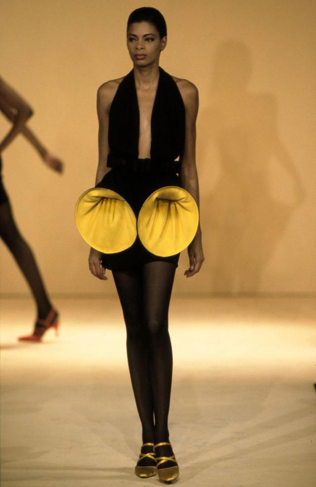 1992. Création Haute Couture Pierre Cardin Robe - 1992