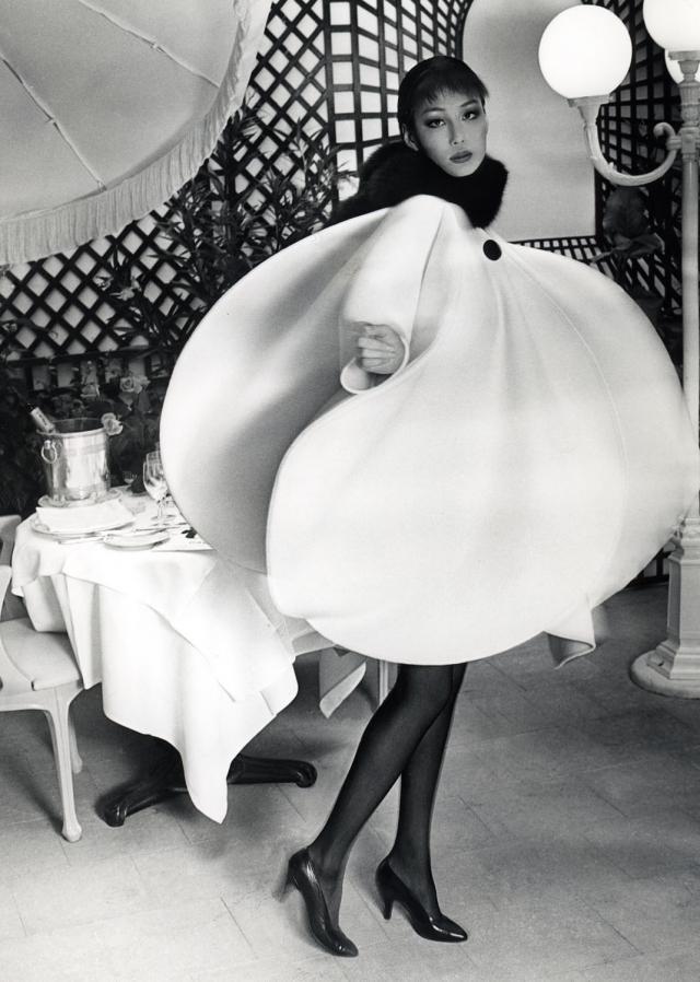 1992. Création Haute Couture Pierre Cardin Robe Manteau -