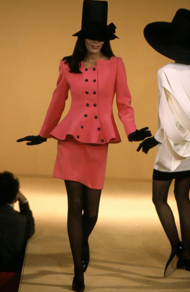 1992. Création Haute Couture Pierre Cardin  Tailleur jupe -