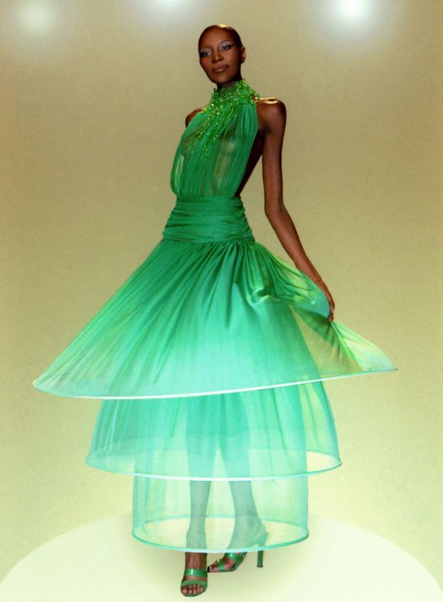 1997. Création Haute Couture Pierre Cardin  Robe de soirée -
