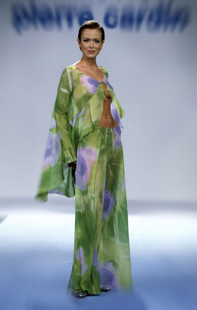 1999. Création Haute Couture Pierre Cardin Robe de soirée -