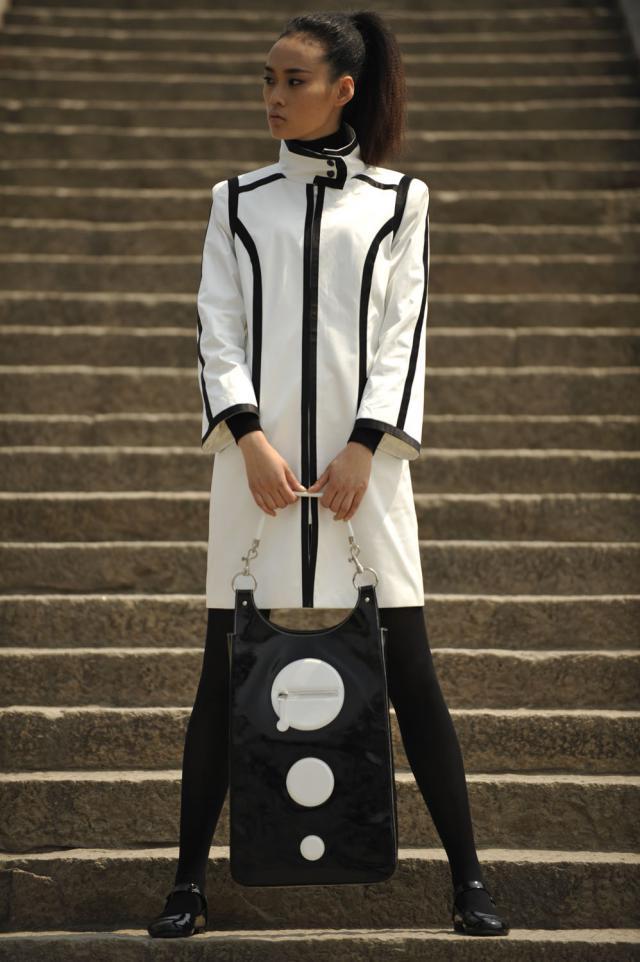 2008. Création Haute Couture Pierre Cardin  Défilé en Chine Collection 2008/2009 -
