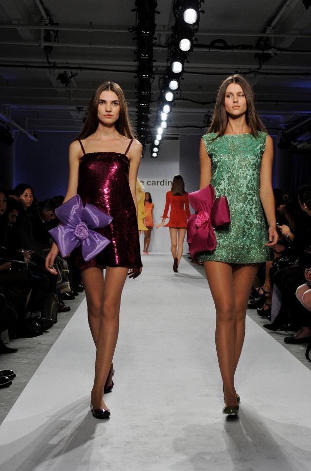 2010. Création Haute Couture Pierre Cardin Robes de soirée -