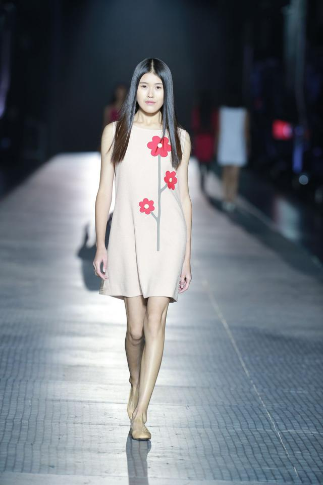 Défilé au Musée des chemins de fer de Pékin. Création Haute Couture - 2015