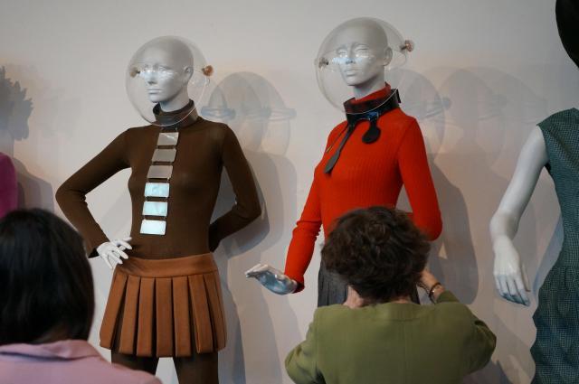 Musée Pierre Cardin. 5, rue Saint-Merri - 75004 Paris - France -