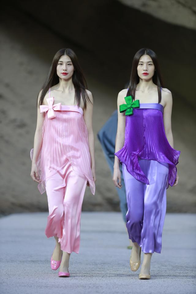 Spring/Summer 2017. Pierre Cardin Haute Couture Catwalk in China's Yellow River Stone Forest - 2016